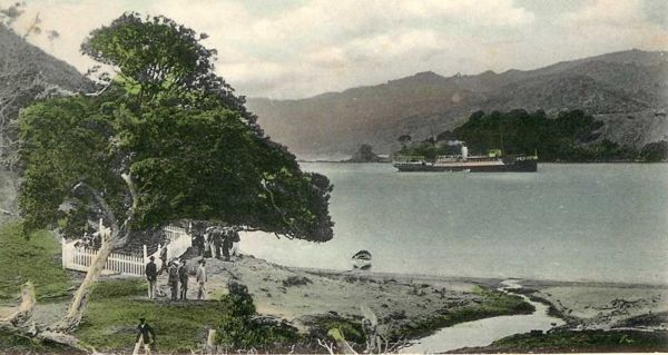 Postcard showing the burial site of the victims of the Wairarapa Shipwreck